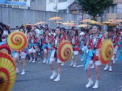 """三社まつり""""傘踊り""""宮入"""
